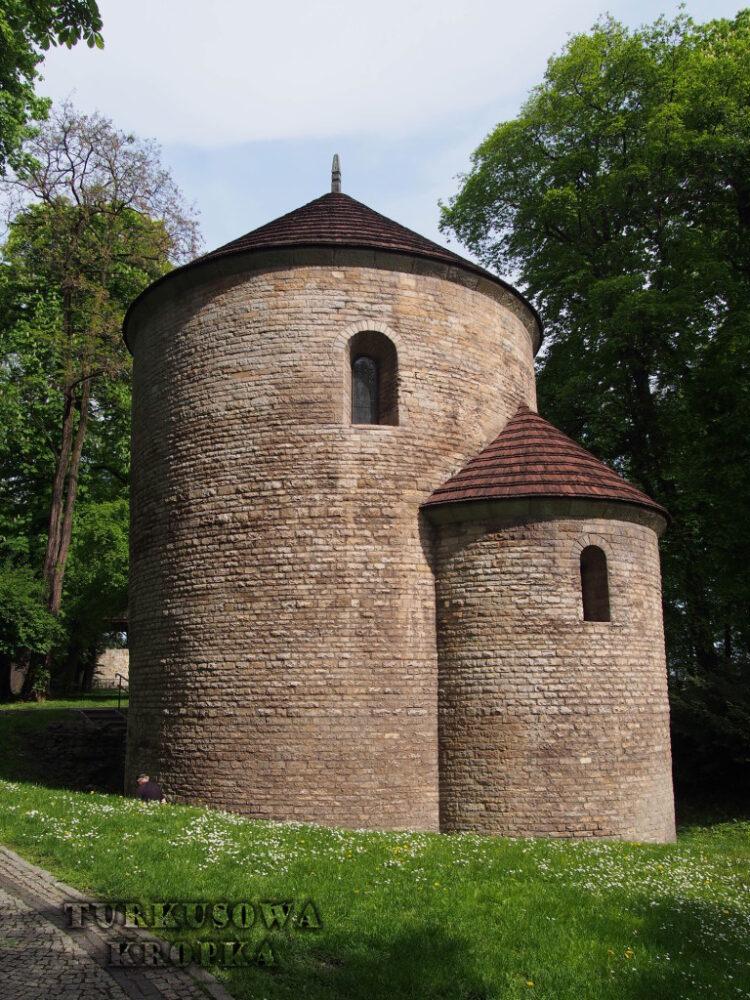 XI wieczna romańska rotunda na wzgórzu zamkowym